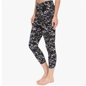 Beyond Yoga Lux Print Capri legging Etched Block S